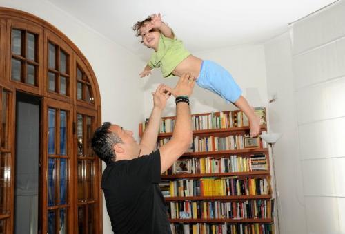 Claudio Brachino col figlio